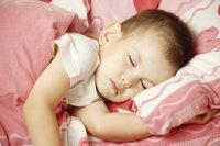 szczęśliwe śpiące dziecko